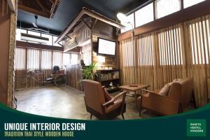 Un restaurante o sitio para comer en Suneta Hostel Khaosan