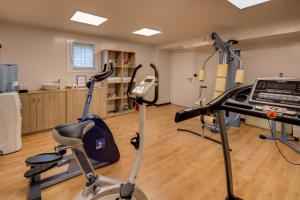 The fitness center and/or fitness facilities at Best Western Plus Hotel Farnese