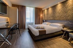 A bed or beds in a room at Best Western Plus Hotel Farnese
