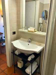 A bathroom at Relais San Rocco
