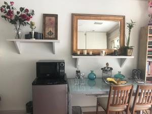 A kitchen or kitchenette at Cozy guest house