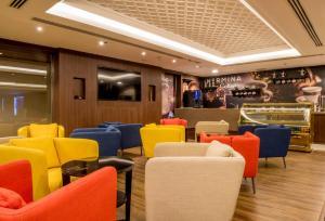 O lounge ou bar de Normina Hotel Suites