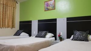 A bed or beds in a room at Hotel 2 Mares