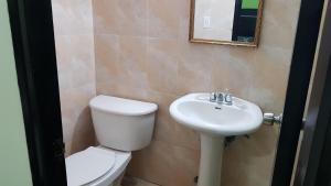A bathroom at Hotel 2 Mares