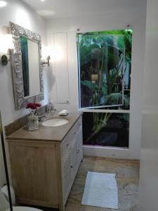 Un baño de Candelaria House Boutique