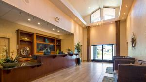 The lobby or reception area at Best Western Seacliff Inn