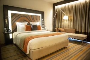 A bed or beds in a room at Novotel Kolkata Hotel and Residences