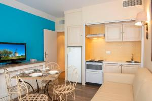 A kitchen or kitchenette at Hotel BW Signature Collection Le Suffren
