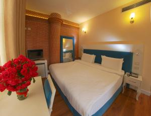 A bed or beds in a room at The Red Bricks Hotel