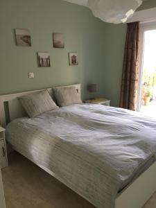 Ein Bett oder Betten in einem Zimmer der Unterkunft Apartments Iris