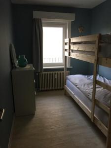 Ein Etagenbett oder Etagenbetten in einem Zimmer der Unterkunft Apartments Iris