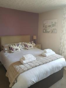 A bed or beds in a room at George and Dragon Ashbourne