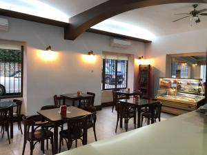 A restaurant or other place to eat at Hostal Barbate