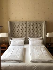 Cama o camas de una habitación en The Ascot Hotel