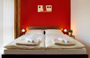 Ein Bett oder Betten in einem Zimmer der Unterkunft Melrose Apartments