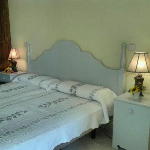 A bed or beds in a room at Arcojalon
