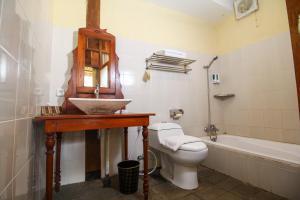 A bathroom at Cempaka Villa