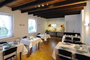 A restaurant or other place to eat at Hotel Karolinger