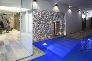 The swimming pool at or close to Best Western Plus Hôtel La Joliette
