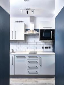 A kitchen or kitchenette at The Flint