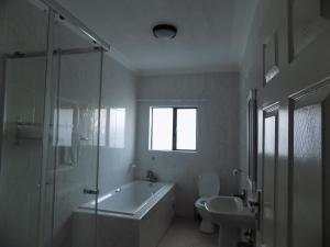 A bathroom at Streets of Gold Guest House