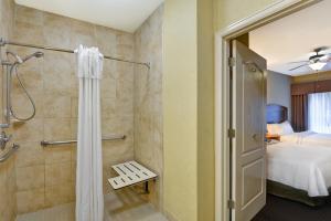 A bathroom at Homewood Suites by Hilton Houston West-Energy Corridor