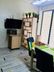 Телевизор и/или развлекательный центр в Apartments Meridian
