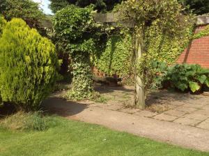 A garden outside The Farmhouse B&B