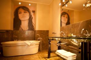 A bathroom at Hotel Kolegiacki