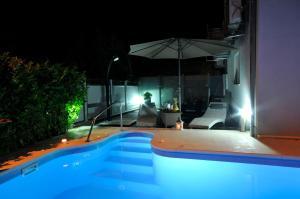 The swimming pool at or close to Apartments & Rooms Villa Maslina