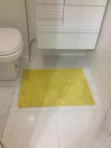 Um banheiro em Apartamento Copacabana Prado Junior