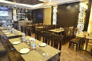 A restaurant or other place to eat at Hotel Metro View