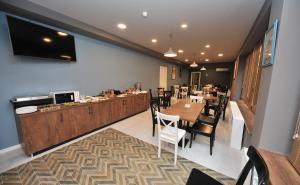 Ein Restaurant oder anderes Speiselokal in der Unterkunft Boho Tiflis Hotel