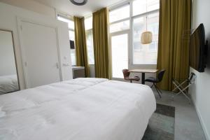 A bed or beds in a room at Loskade 45