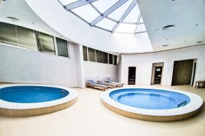 The swimming pool at or near Park Hotel & Spa Boyana