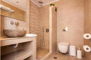Kylpyhuone majoituspaikassa Irini's Rooms Fteoura