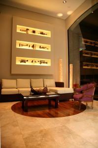 Uma área de estar em Ayres De Salta Hotel