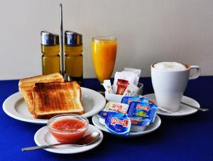 Frühstücksoptionen für Gäste der Unterkunft Travelodge Torrelaguna