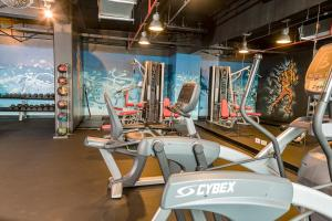 The fitness centre and/or fitness facilities at Park Inn San Jose by Radisson
