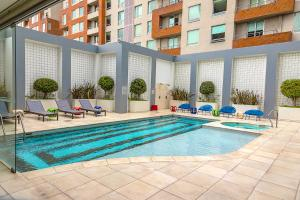 The swimming pool at or close to Park Inn San Jose by Radisson