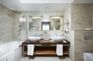 A bathroom at Victoria & SPA Minsk