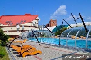 Бассейн в Apartment on Olympiyskom или поблизости