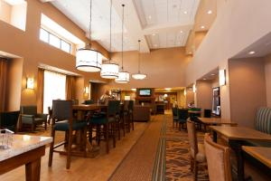 A restaurant or other place to eat at Hampton Inn & Suites Riverton