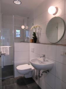 A bathroom at Minsu Hotel