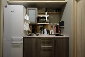 Кухня или мини-кухня в Family apartment on Petrovka 26