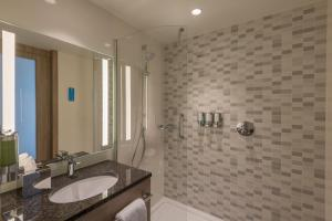 A bathroom at Hampton By Hilton Frankfurt City Centre East
