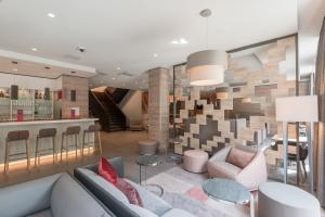 The lounge or bar area at Hampton By Hilton Frankfurt City Centre East
