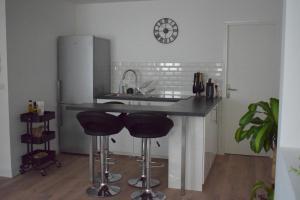 A kitchen or kitchenette at Superbe T2 Vieux Port