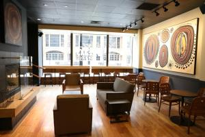 A restaurant or other place to eat at Hilton Milwaukee City Center