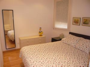 A bed or beds in a room at Apartament Conde Güell